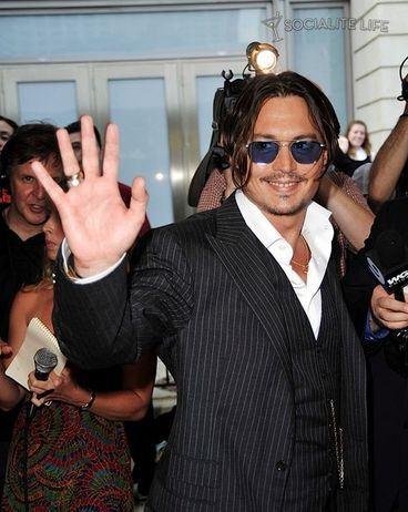 Johnny Depp Steals Hearts In 'Public Enemies'