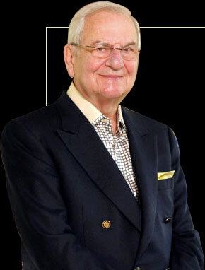 lee iacocca at crysler But monday he was named successor to lee iacocca as chrysler corp chairman, effective dec 31 robert lutz wasn`t smiling his teeth seemed to have a lock on his lips to keep them from slumping .