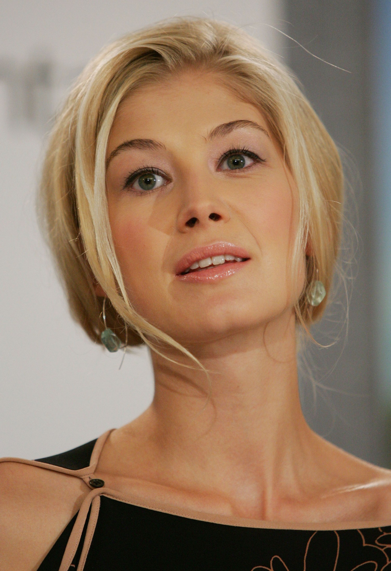 Rosamund pike pictures rotten tomatoes
