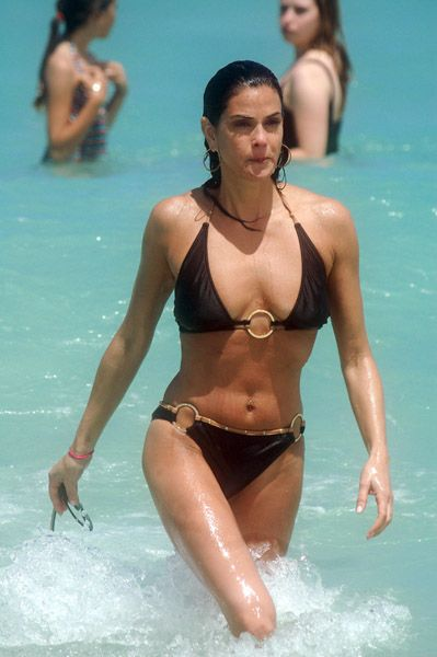 Teri Hatcher Sighting In Miami - May 25, 2009